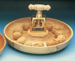 Casse noix presse maison du tournage - Casse noix en bois ...